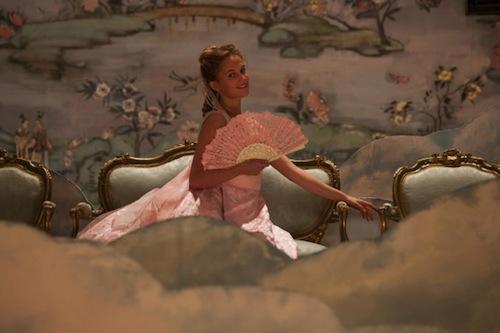 Alicia-Vikander-in-Anna-Karenina-3-585x390